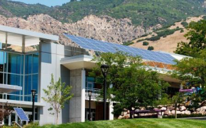What is Susie Hulet Community Solar?